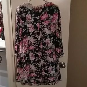 Floral tunic top size small fits like a medium